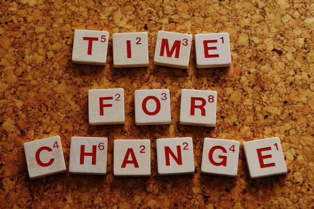 Scritta: Time for change con le tessere dello Scarabeo.